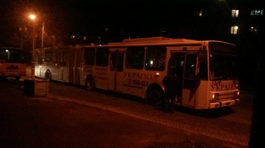 У Тернополі зіткнулися маршрутка і тролейбус (фото) - фото 1