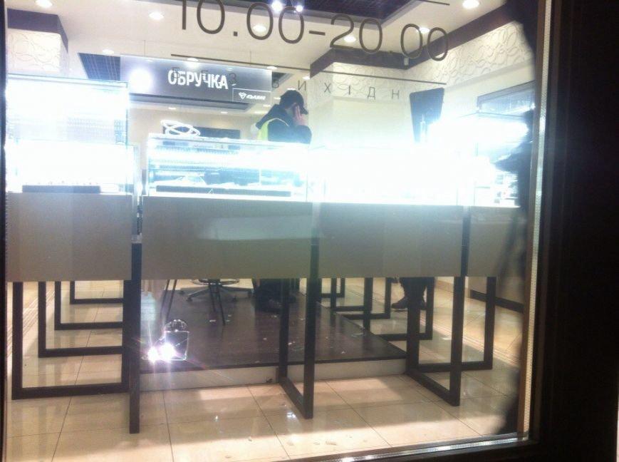 У Львові невідомий пограбував ювелірний магазин (ФОТО), фото-2