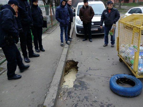 У Львові підтопило територію дитячого садка, що на вулиці Пасічній (фото) - фото 1