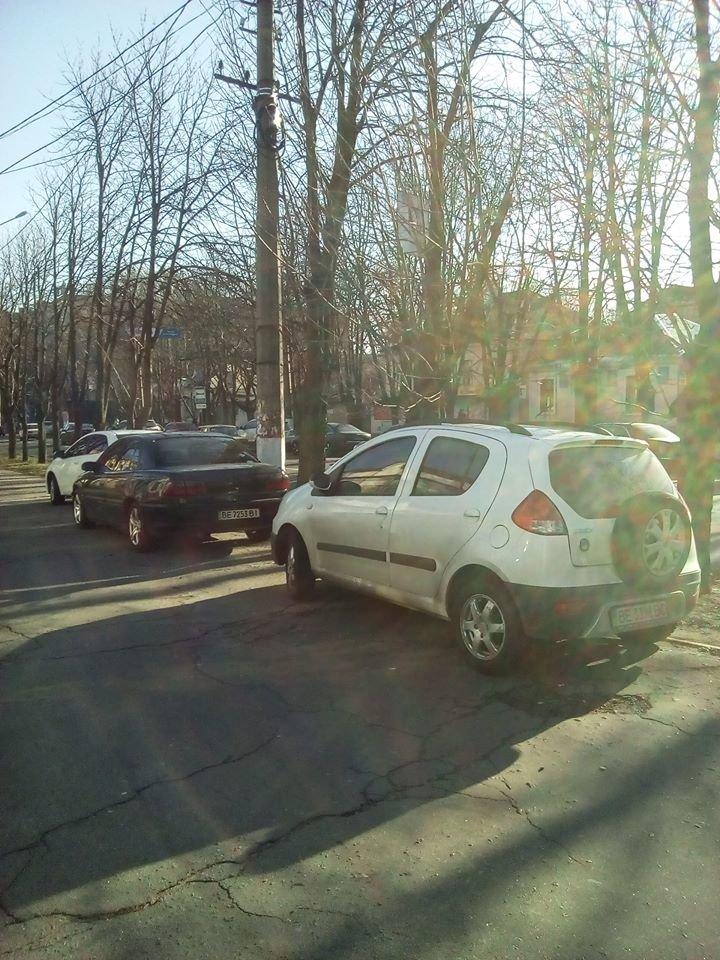 В Николаеве под носом у полиции авто паркуют, загораживая тротуары (ФОТО), фото-2