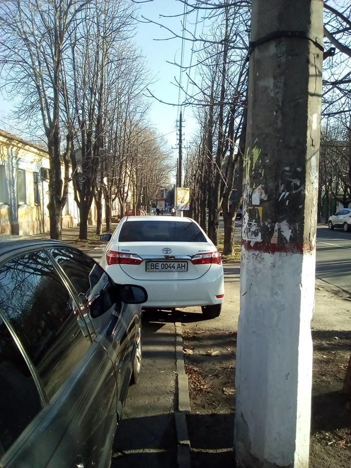 В Николаеве под носом у полиции авто паркуют, загораживая тротуары (ФОТО), фото-3