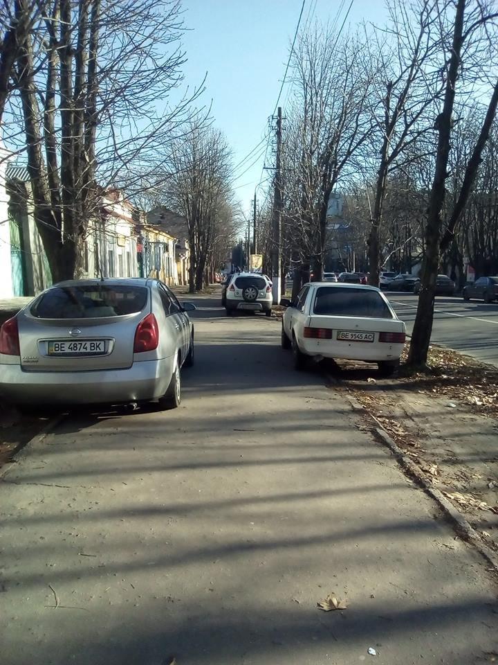 В Николаеве под носом у полиции авто паркуют, загораживая тротуары (ФОТО), фото-5