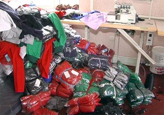 Одяг світових брендів «Adidas» і «Nike» виготовляли у Хмельницькому на підпільному цеху (Фото) (фото) - фото 2