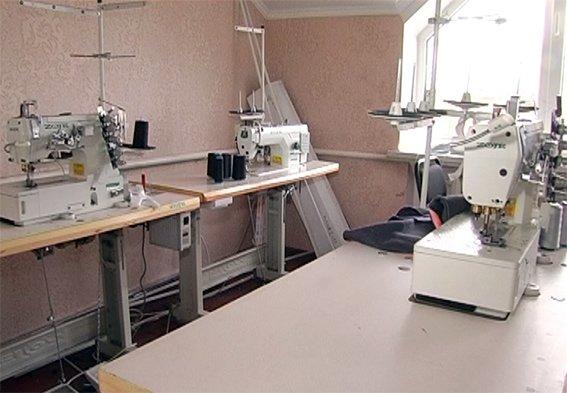 Одяг світових брендів «Adidas» і «Nike» виготовляли у Хмельницькому на підпільному цеху (Фото) (фото) - фото 1