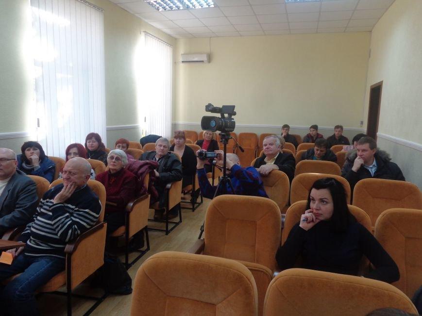 «Є країна маленька, а духом - велика» - в Красноармейске прошла дискуссия, посвященная оценке и прогнозированию судьбы Донбасса (фото) - фото 8