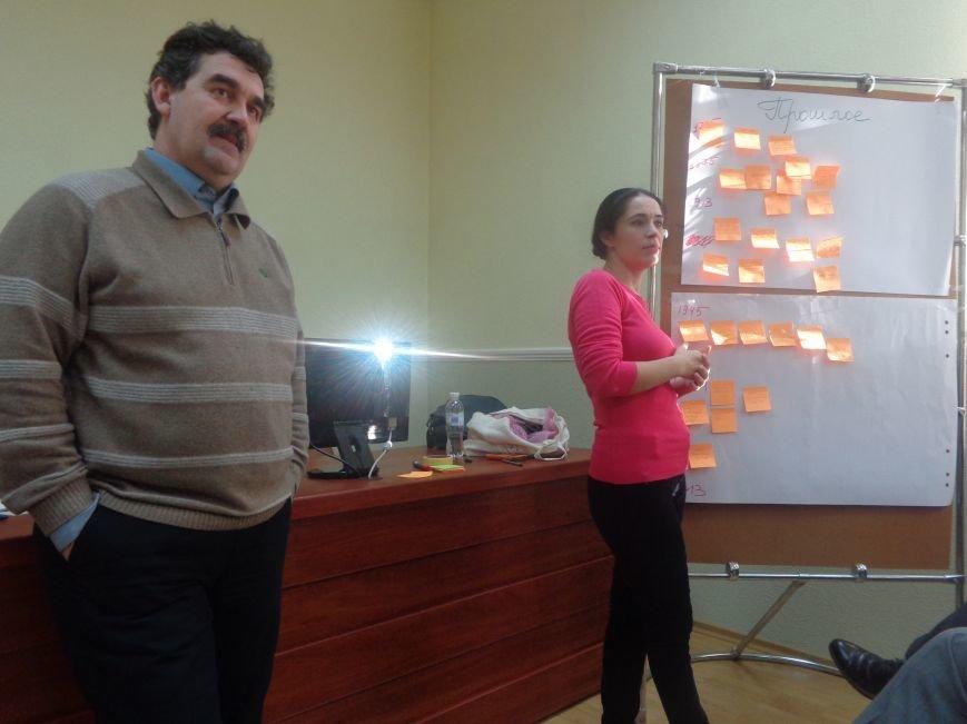 «Є країна маленька, а духом - велика» - в Красноармейске прошла дискуссия, посвященная оценке и прогнозированию судьбы Донбасса (фото) - фото 7