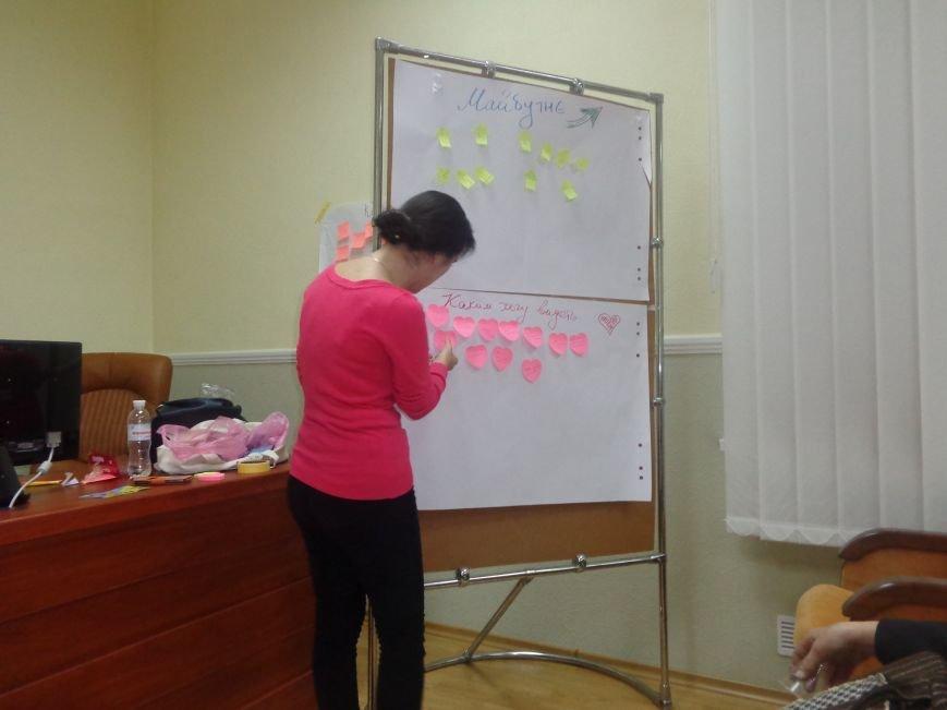 «Є країна маленька, а духом - велика» - в Красноармейске прошла дискуссия, посвященная оценке и прогнозированию судьбы Донбасса (фото) - фото 16