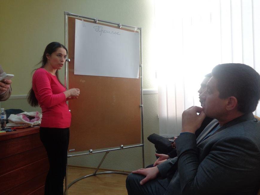 «Є країна маленька, а духом - велика» - в Красноармейске прошла дискуссия, посвященная оценке и прогнозированию судьбы Донбасса (фото) - фото 4