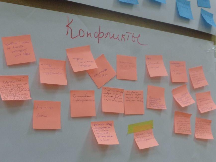 «Є країна маленька, а духом - велика» - в Красноармейске прошла дискуссия, посвященная оценке и прогнозированию судьбы Донбасса (фото) - фото 13