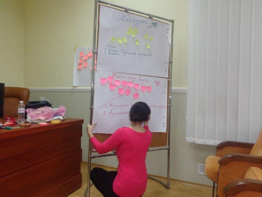 «Є країна маленька, а духом - велика» - в Красноармейске прошла дискуссия, посвященная оценке и прогнозированию судьбы Донбасса (фото) - фото 17