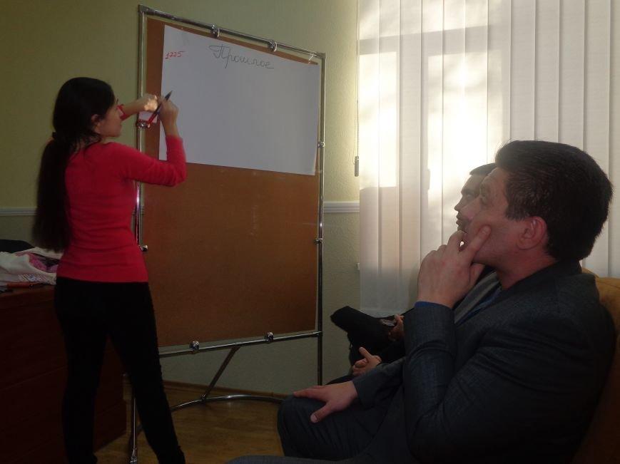 «Є країна маленька, а духом - велика» - в Красноармейске прошла дискуссия, посвященная оценке и прогнозированию судьбы Донбасса (фото) - фото 5