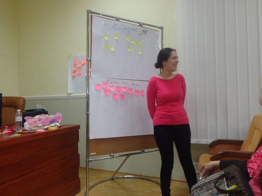 «Є країна маленька, а духом - велика» - в Красноармейске прошла дискуссия, посвященная оценке и прогнозированию судьбы Донбасса (фото) - фото 15