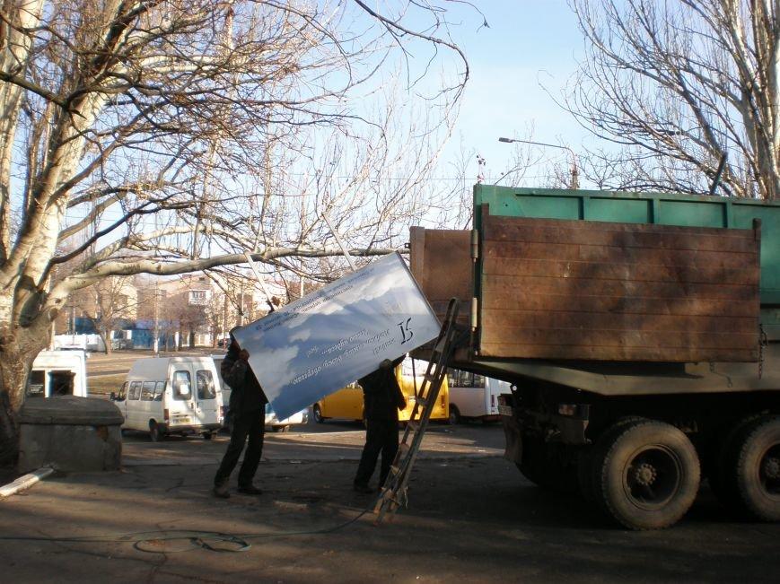 В Николаеве билборд грозился рухнуть на голову людям (ФОТО) (фото) - фото 1