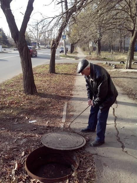 Мариупольцы задыхаются от вони канализации (ФОТО), фото-1