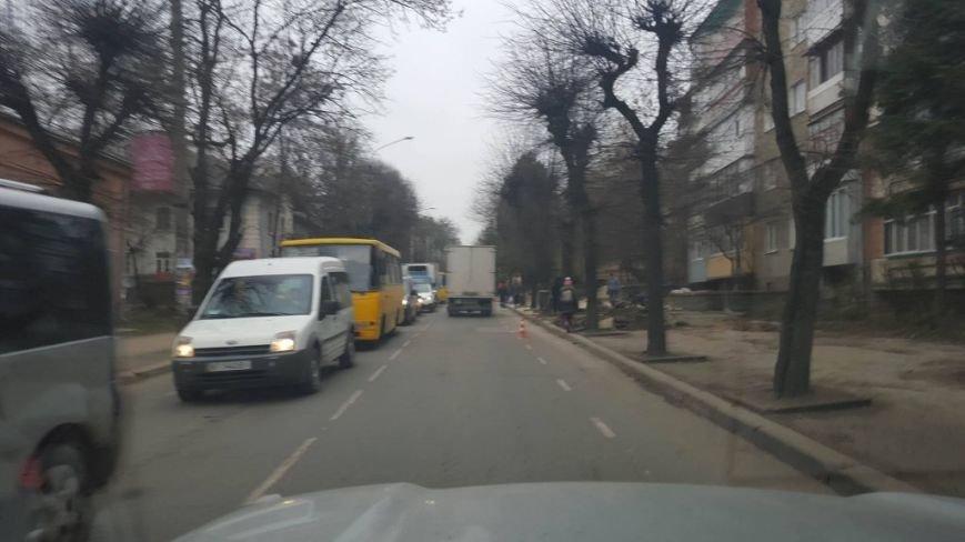 На розі вулиць Сахарова - Коновальця автомобілі стоять у заторах (ФОТО), фото-1