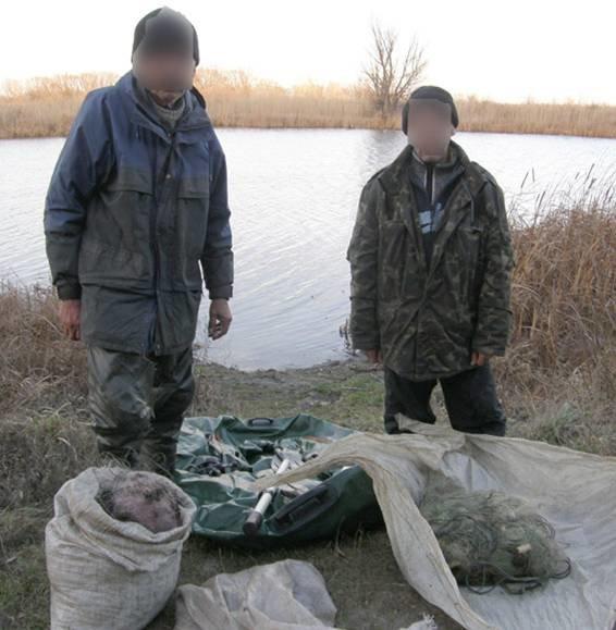 Задержаны браконьеры, которые добывали рыбу в региональном ландшафтном парке (фото) - фото 1