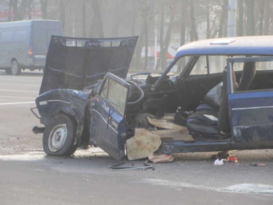 ДТП в Днепропетровске: столкнулись Toyota Prado и ВАЗ 2106 (ФОТО), фото-1