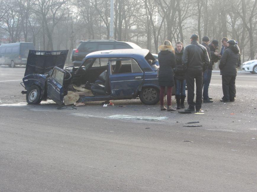ДТП в Днепропетровске: столкнулись Toyota Prado и ВАЗ 2106 (ФОТО), фото-2