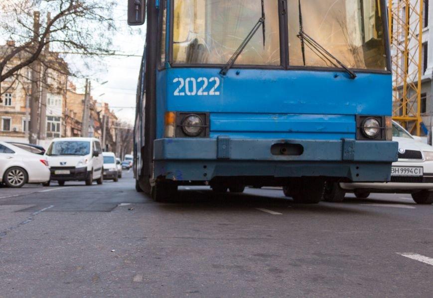 65a6b1e0710f0a14694a79785f50bd1a В Одессе троллейбус попал в ДТП