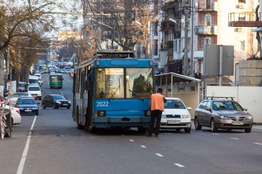 ad6090d2a9ee2a6310b5206c0be25c55 В Одессе троллейбус попал в ДТП