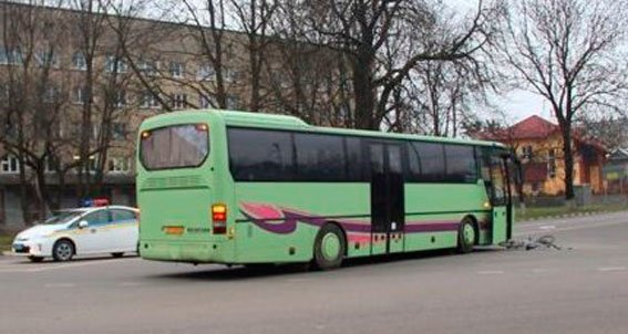 На Львівщині під колеса автобуса потрапив велосипедист (фото) - фото 2