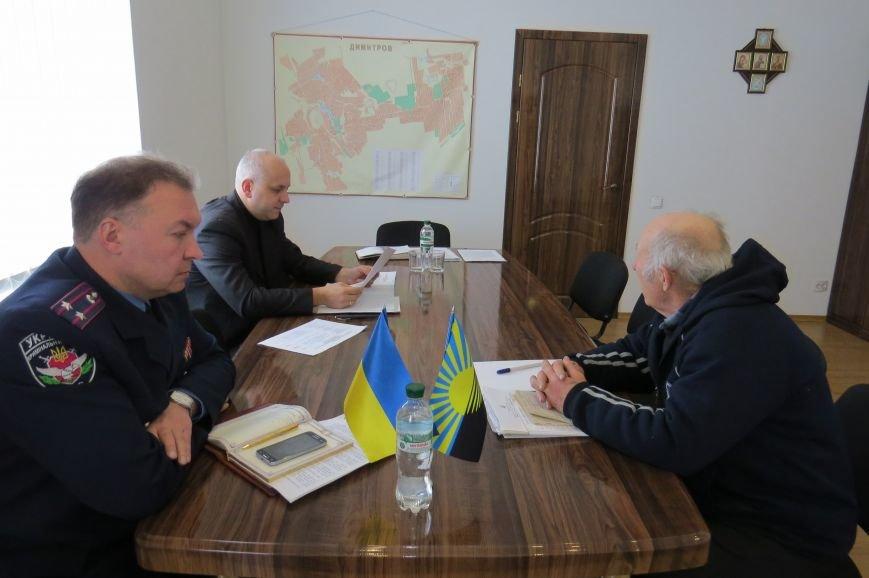 Представитель руководства ГУ НП в Донецкой области пообщался с жителями Димитрова (фото) - фото 1