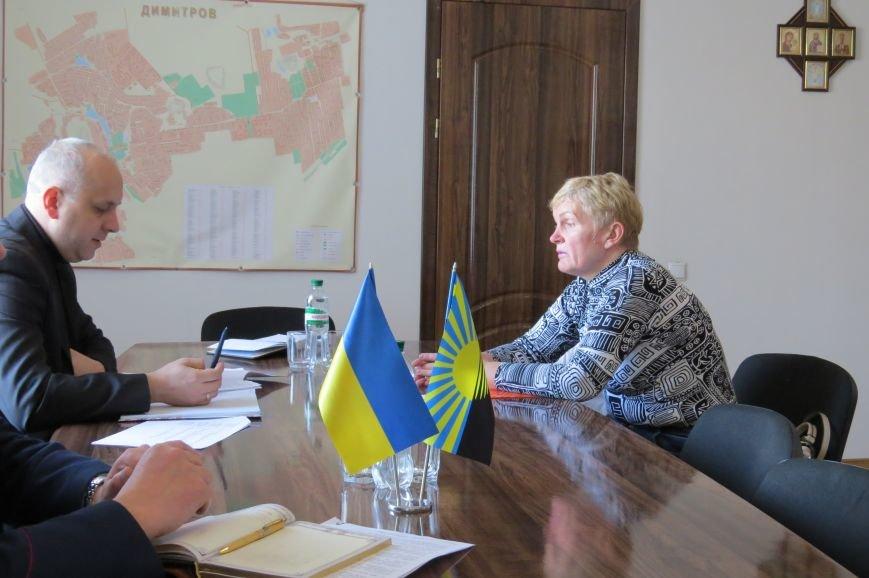 Представитель руководства ГУ НП в Донецкой области пообщался с жителями Димитрова (фото) - фото 2