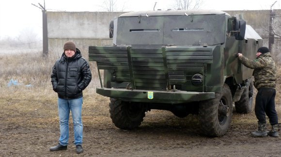 Отец и сын из Александрийского района передали броневик в АТО. ФОТО (фото) - фото 1