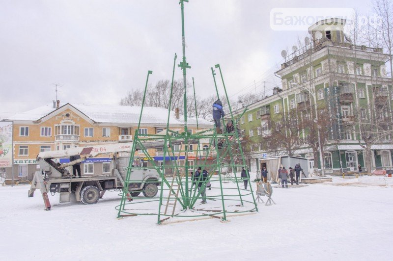 В Полевском началось строительство снежных городков (фото) - фото 1