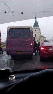 На вулиці Городоцькій перестали курсувати трамваї (фото) - фото 2