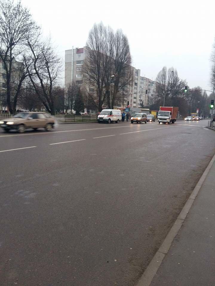 У Львові на пішохідному переході іномарка збила людину (фото) - фото 1