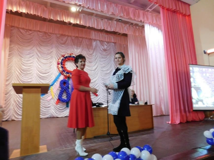 На выездной сессии Добропольского районного совета награждены общественные активисты (фото) - фото 1