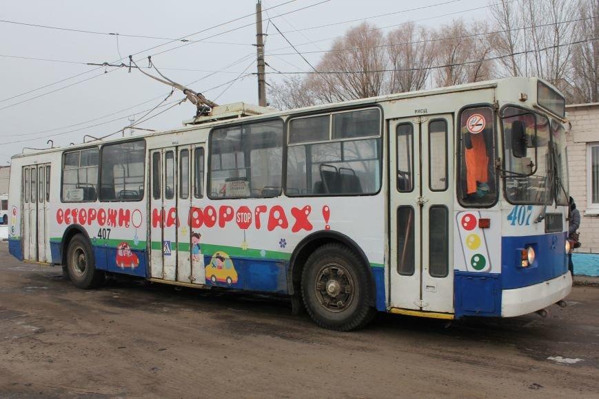 В Белгороде на маршрут вышли автобус и троллейбусы с детскими рисунками о дорожной безопасности, фото-1