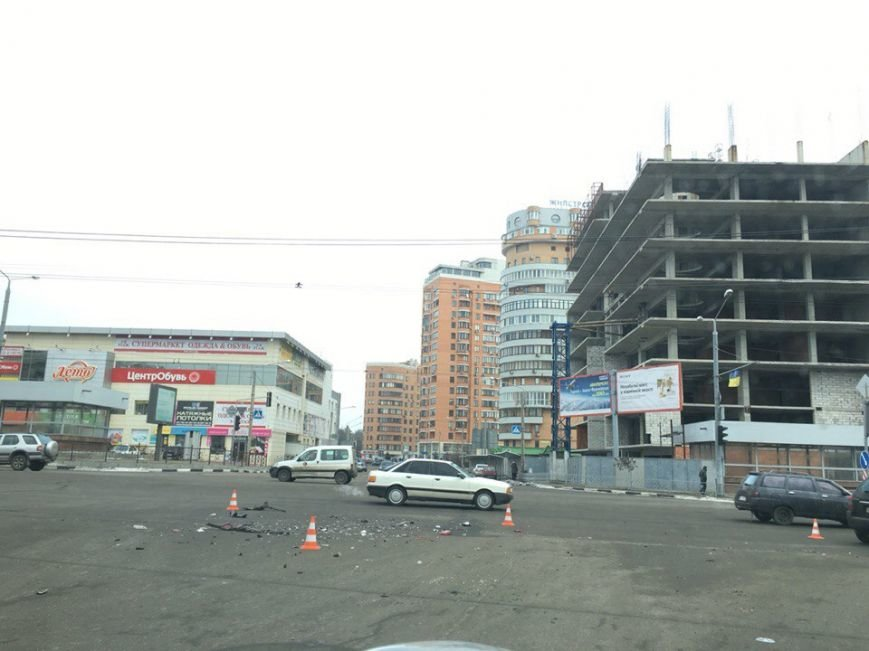 На проспекте Ленина произошло ДТП: есть пострадавшие (ФОТО) (фото) - фото 1