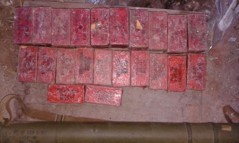 Вблизи Мариуполя обнаружен схрон со взрывчаткой (ФОТО) (фото) - фото 1