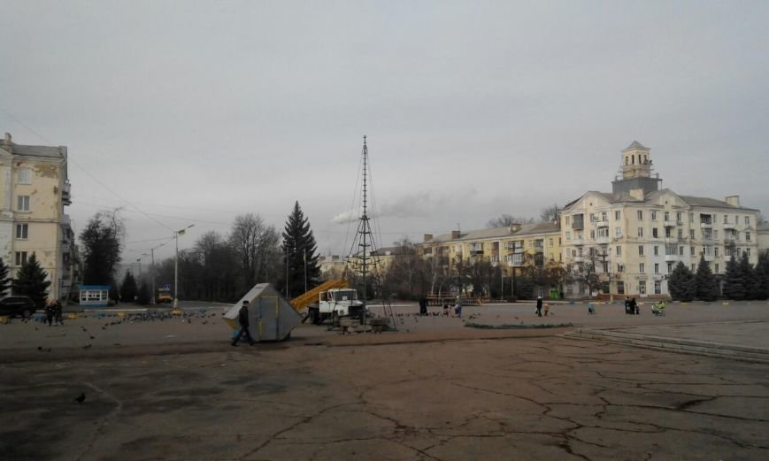 В Краматорске началась установка главной елки (фото) - фото 2