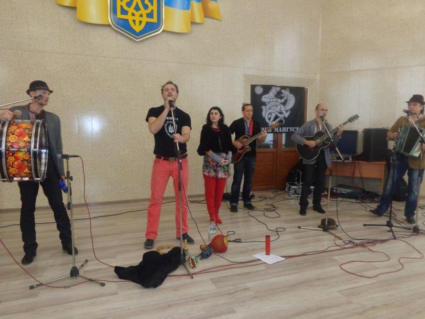 «Козацькому роду нема переводу!» - в Красноармейске выступил украинский коллектив «Вертеп» (фото) - фото 13