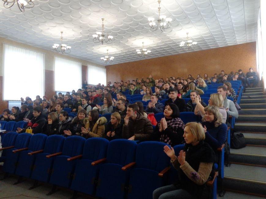«Козацькому роду нема переводу!» - в Красноармейске выступил украинский коллектив «Вертеп» (фото) - фото 16