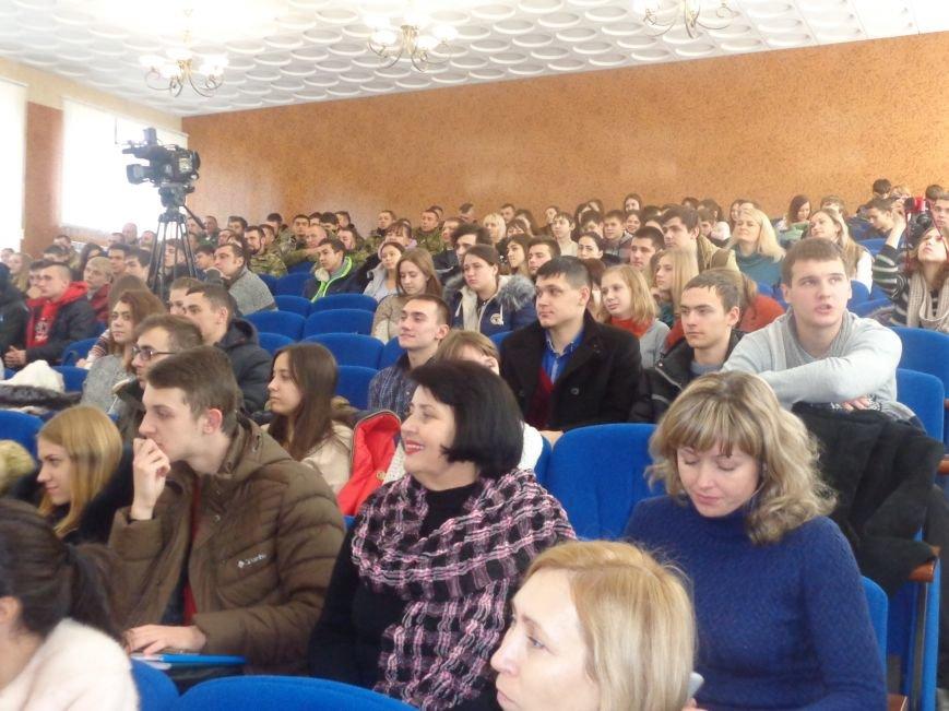 «Козацькому роду нема переводу!» - в Красноармейске выступил украинский коллектив «Вертеп» (фото) - фото 1