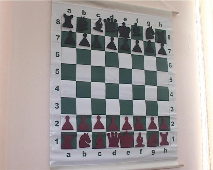 Армавирская школа- интернат «Казачья» получила 5 комплектов для занятий шахматами (фото) - фото 1