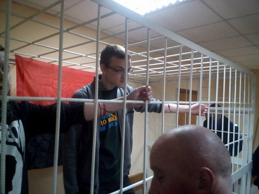 В Подольском райсуде обвиняемые в убийстве сотрудников ГАИ перерезали себе вены (ФОТО) (фото) - фото 1