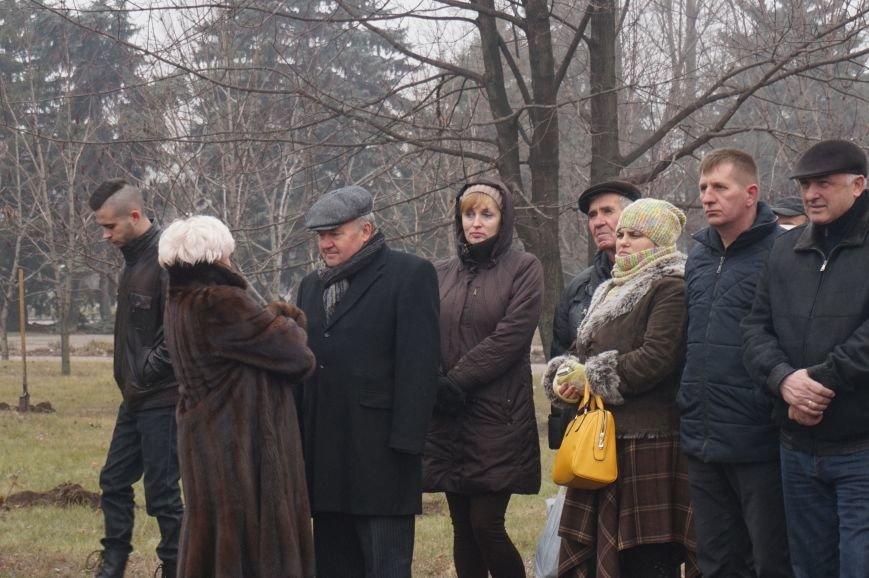 В сквере имени Кузьмы Скрябина высадили первые саженцы (ФОТО) (фото) - фото 1