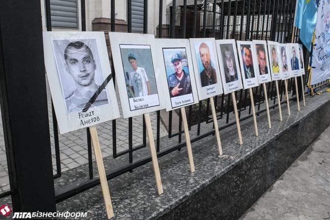 В Киеве у посольства РФ прошла акция против репрессий в оккупированном Крыму (фото) - фото 1