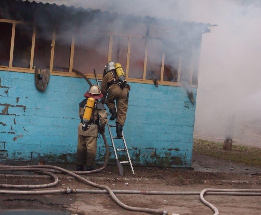 В Днепродзержинске из-за пожара на Комсомольском проспекте пострадал мужчина (фото) - фото 3