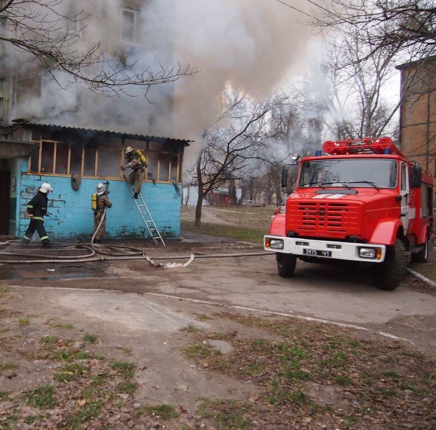 В Днепродзержинске из-за пожара на Комсомольском проспекте пострадал мужчина (фото) - фото 2