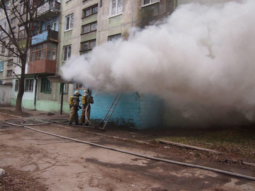 В Днепродзержинске из-за пожара на Комсомольском проспекте пострадал мужчина (фото) - фото 1