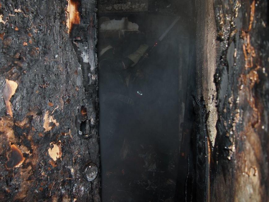 В Днепродзержинске из-за пожара на Комсомольском проспекте пострадал мужчина (фото) - фото 6