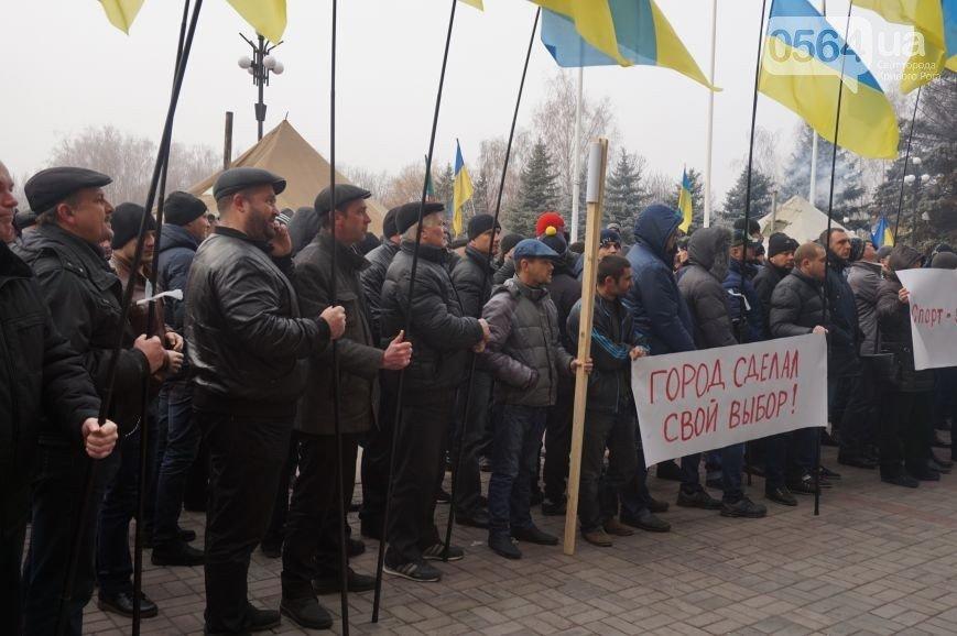 В Кривом Роге: провели сессию горсовета и избрали секретаря, провели митинг в поддержку Вилкула, высадили деревья в сквере Кузьмы (фото) - фото 2