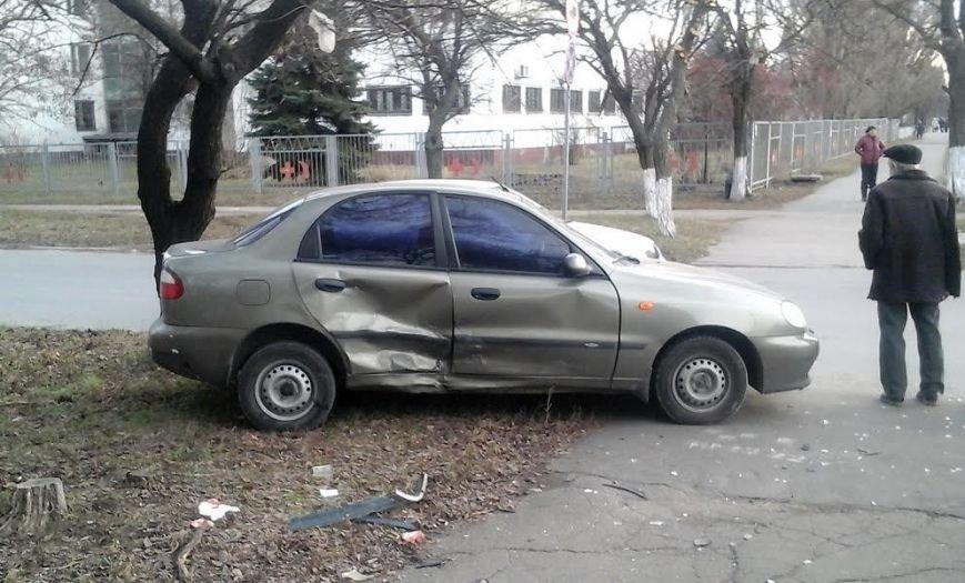 В Мариуполе из-за столкновения двух автомобилей пострадала женщина на тротуаре (ФОТО), фото-3