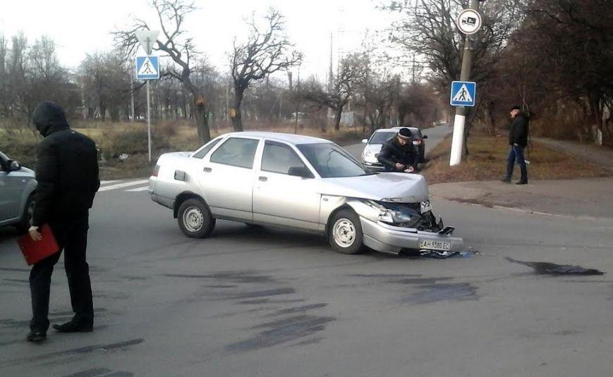 В Мариуполе из-за столкновения двух автомобилей пострадала женщина на тротуаре (ФОТО), фото-6